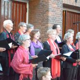 Optreden Heelsums Gelegenheidskoor bij Volkskerstzang in RK-kerk in Heelsum