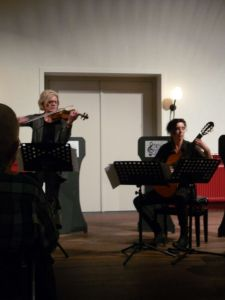gitaar-vioolduo Hermine en Annette Veltkamp