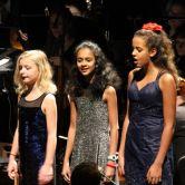 Leerlingen T2muziek zingen met musicalster René van Kooten