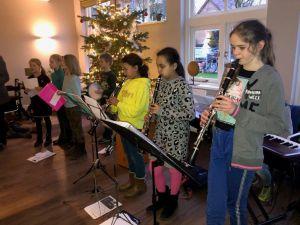 Jongste leerlingen musiceren voor bewoners Rijnhuis