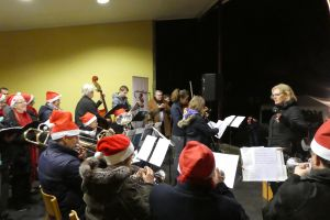 Carolsinging bij muziektent Heelsum